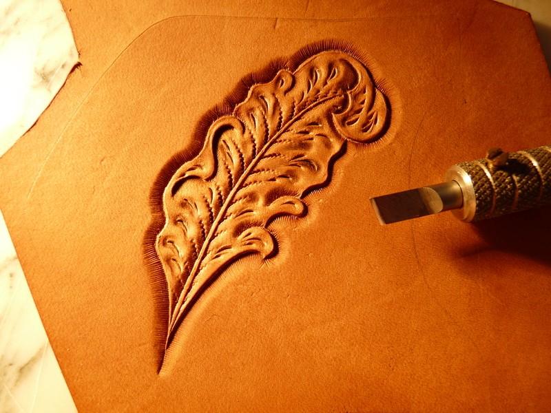 Le repoussage du cuir. P1010415