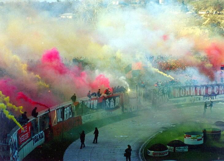 Ultras Choreos (Pyro, Flags, Smokes) 4n10