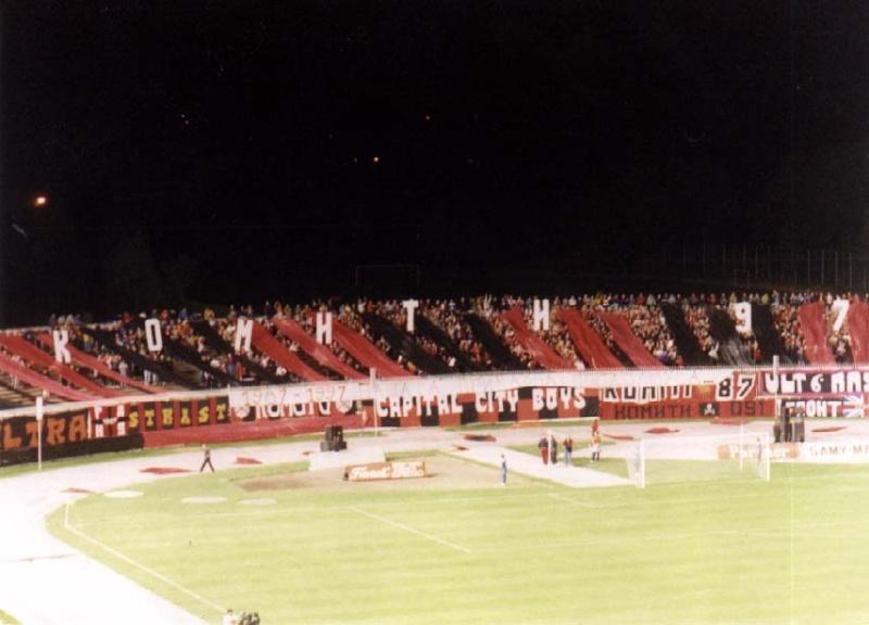 Ultras Choreos (Pyro, Flags, Smokes) 6varda10