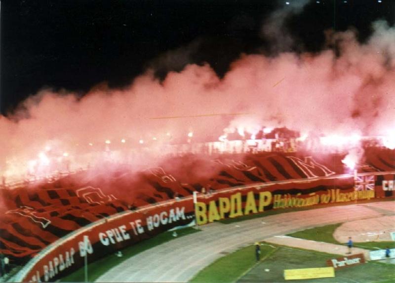 Ultras Choreos (Pyro, Flags, Smokes) 6varda11