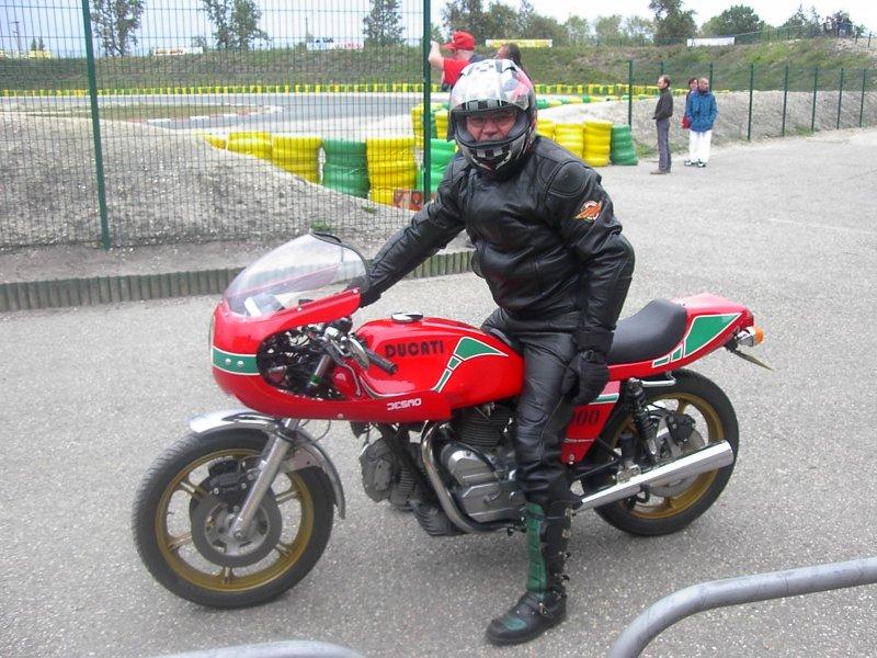 Ducati Twins à Couples Coniques : C'est ICI - Page 2 Ducati12