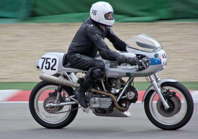 Ducati Twins à Couples Coniques : C'est ICI - Page 6 200mig11
