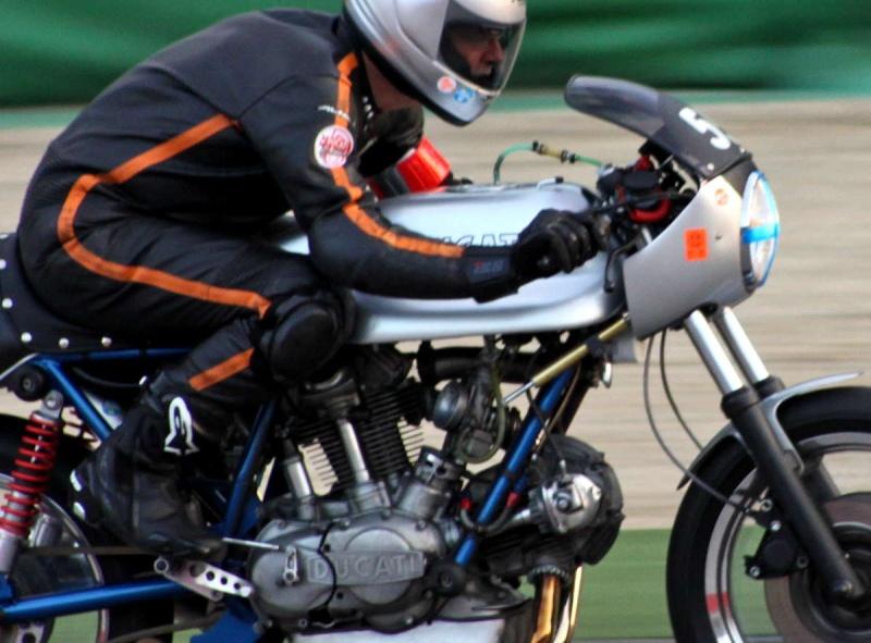 Ducati Twins à Couples Coniques : C'est ICI - Page 6 200mig14
