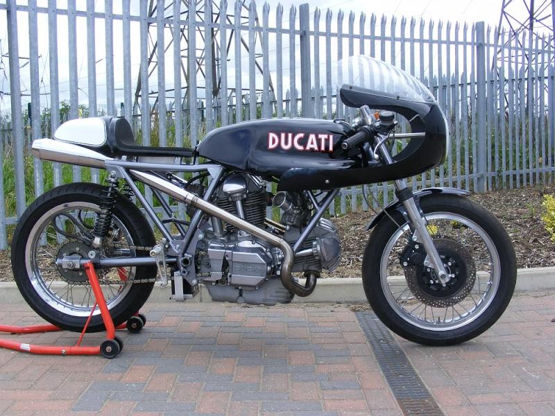 Ducati Twins à Couples Coniques : C'est ICI - Page 2 2011_010