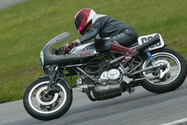 Ducati Twins à Couples Coniques : C'est ICI - Page 4 6a00d811