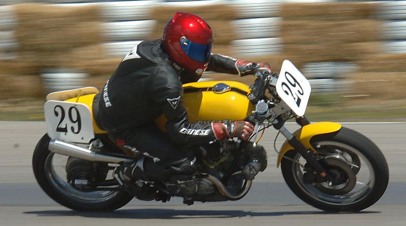 Ducati Twins à Couples Coniques : C'est ICI - Page 4 6a00d813