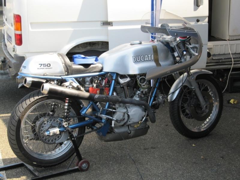 Ducati Twins à Couples Coniques : C'est ICI - Page 2 750ss_10