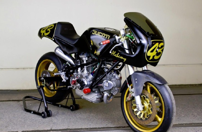 Ducati Twins à Couples Coniques : C'est ICI - Page 2 Alchem10