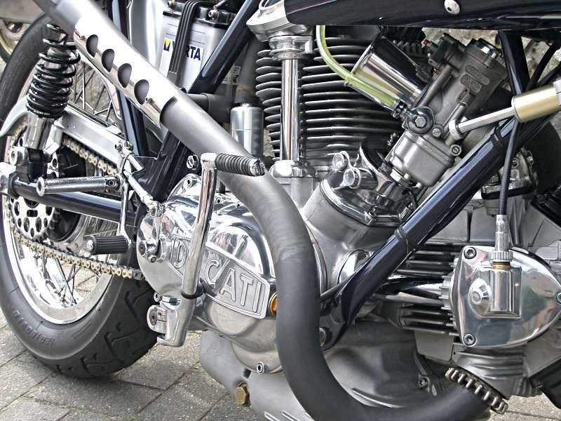 les plus beaux moteurs - Page 11 Bevel710