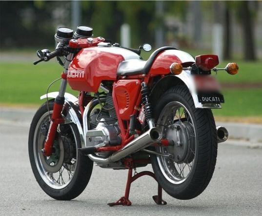 Ducati Twins à Couples Coniques : C'est ICI - Page 2 Bkdchg10