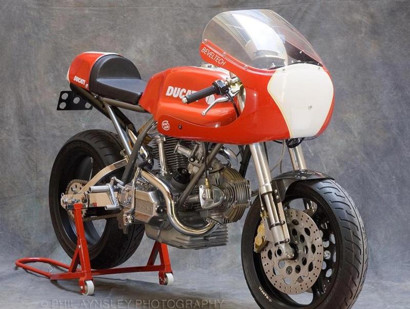Ducati Twins à Couples Coniques : C'est ICI - Page 2 Cafe-r10