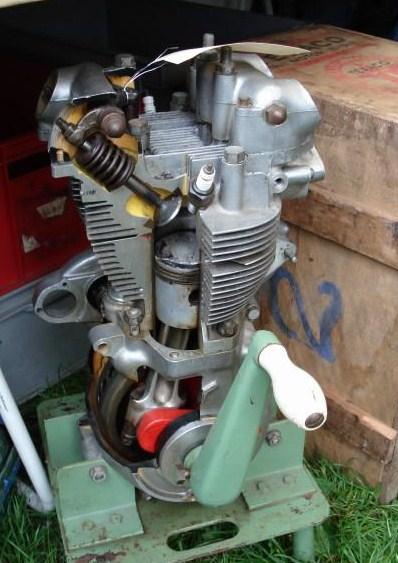 les plus beaux moteurs - Page 12 Dsc05210