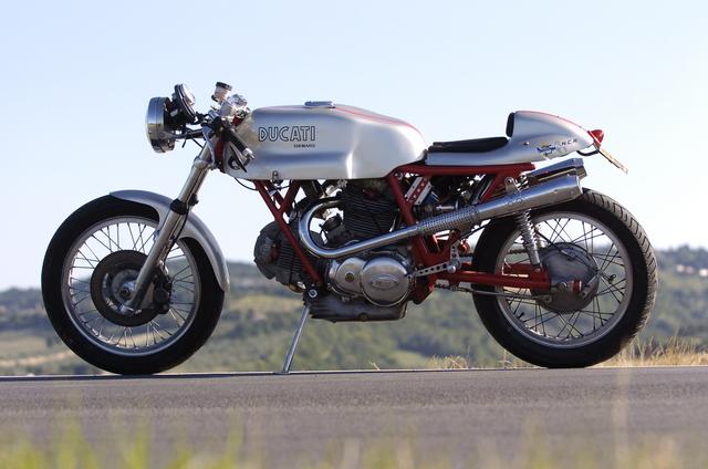 Ducati Twins à Couples Coniques : C'est ICI - Page 2 Dsc98010
