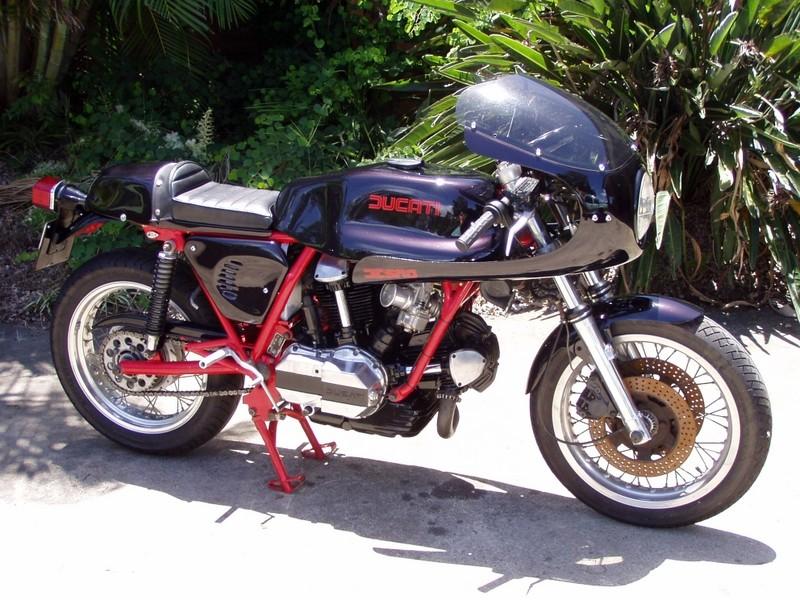Ducati Twins à Couples Coniques : C'est ICI - Page 3 Rhskee10