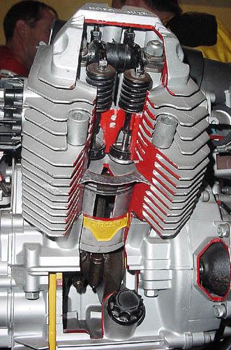 les plus beaux moteurs - Page 12 V35ecl10