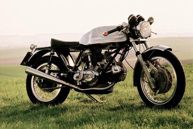 Ducati Twins à Couples Coniques : C'est ICI - Page 3 Wolf-d11