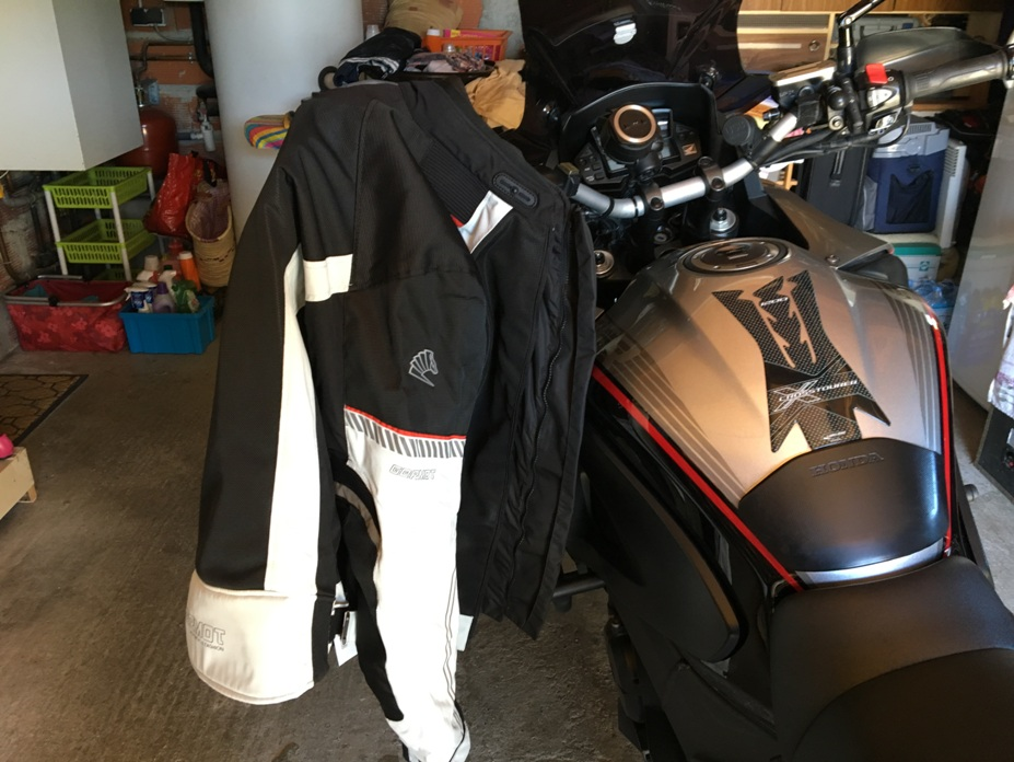 Blouson d'été moto et Pantalon marque Germot pour cause de tailles.... Img_3815