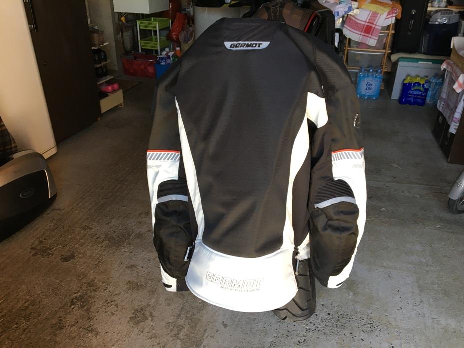 Blouson d'été moto et Pantalon marque Germot pour cause de tailles.... Img_3822