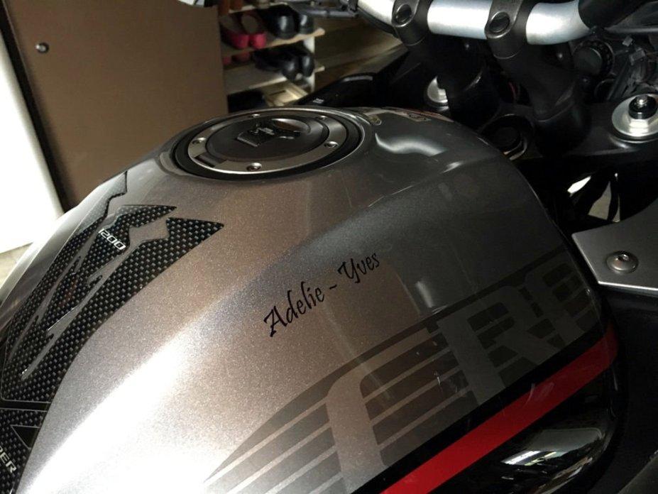 Tag ton Casque/Réservoir autres Moto ou Scooter - Votre Casque est il personnalisé... Img_4121