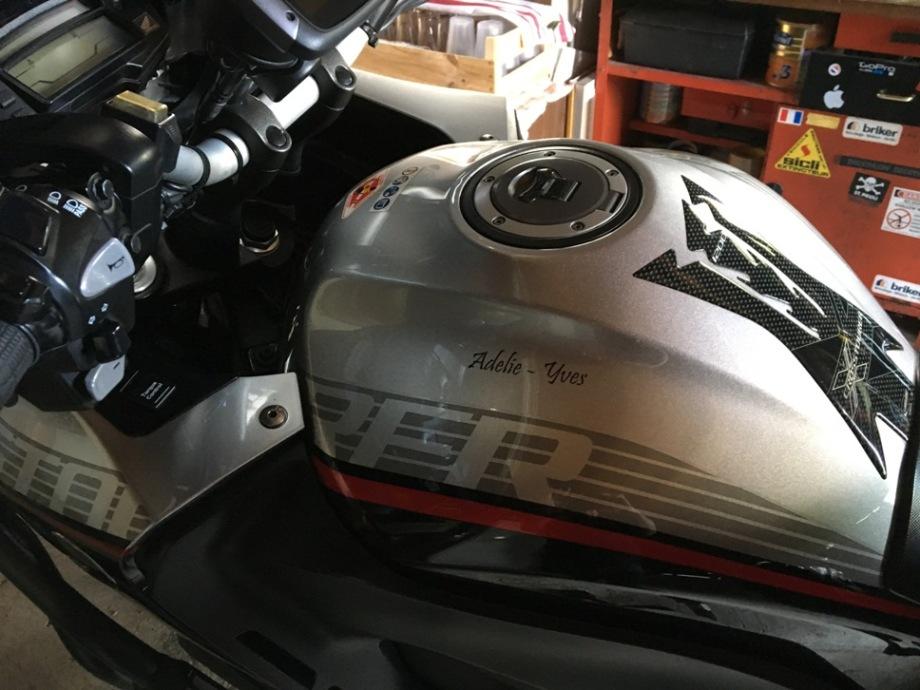 Tag ton Casque/Réservoir autres Moto ou Scooter - Votre Casque est il personnalisé... Img_4122