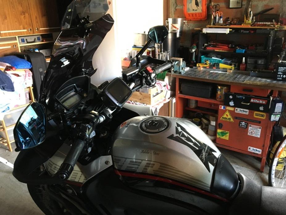 Tag ton Casque/Réservoir autres Moto ou Scooter - Votre Casque est il personnalisé... Img_4123