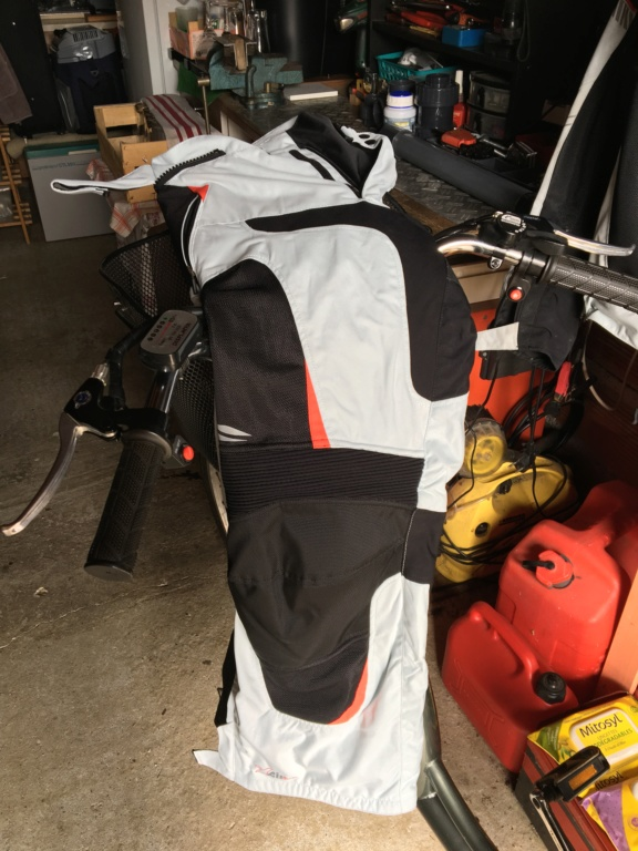 Blouson d'été moto et Pantalon marque Germot pour cause de tailles.... Img_6312