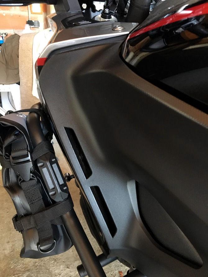 Suite complément bagagerie de la grosse nippone  Sacoche SW- Motech Dry By 80 Img_6425