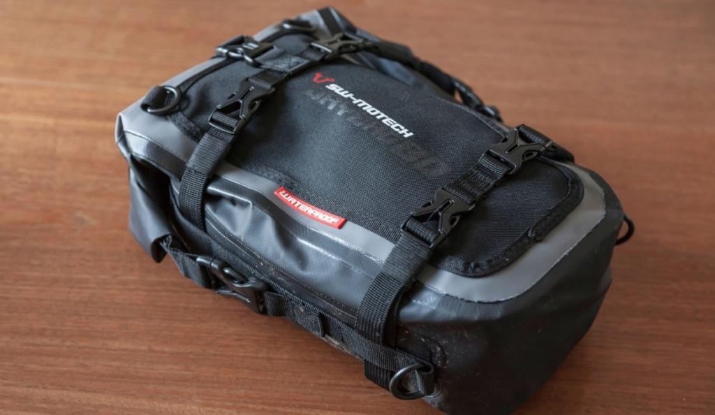 Suite complément bagagerie de la grosse nippone  Sacoche SW- Motech Dry By 80 Sw-mot12