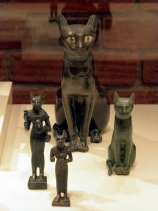 Pourquoi les chats étaient-ils sacrés dans l'Egypte ancienne ? 768px-10