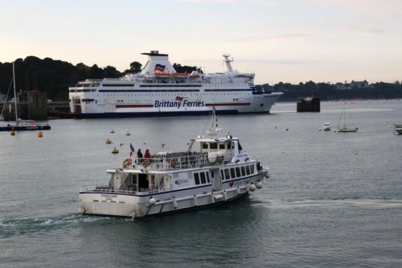 Navires de dessertes ou à passagers, bretons - Page 6 Bateau11