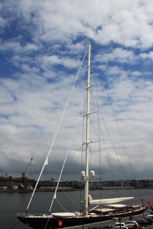 Bateaux...tout simplement - Page 9 Yacht_11
