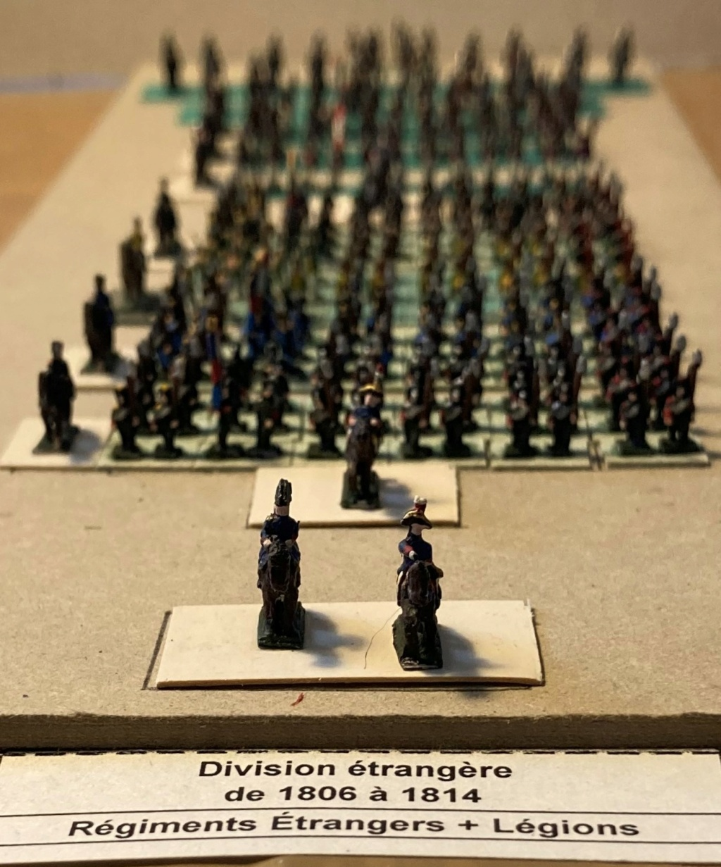 I° Empire : Division regroupant 1 Brigade de 4 Régiments étrangers au Service de France + 1 Brigade de 3 Légions au Service de France (Au 1/300°). 11-110