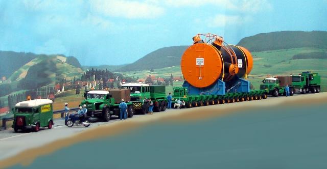 Un beau gros convoi de transport exceptionnel.  36364610