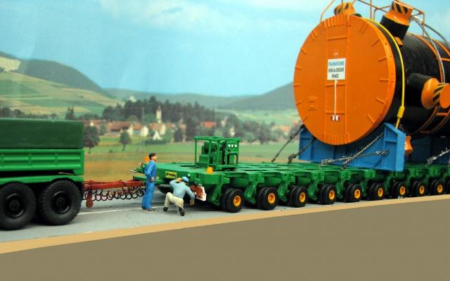 Un beau gros convoi de transport exceptionnel.  60116110