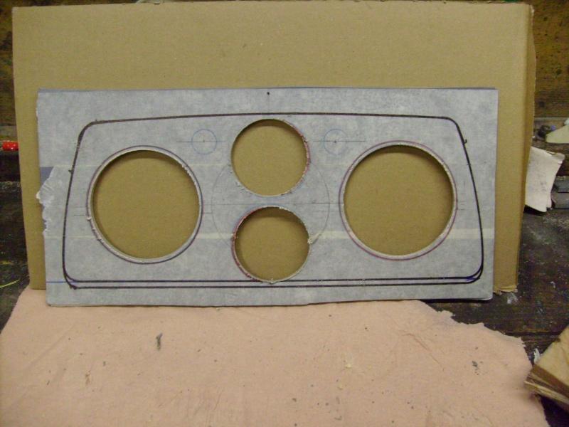 Fabrication d une planche support compteur tableau de bord S7300815