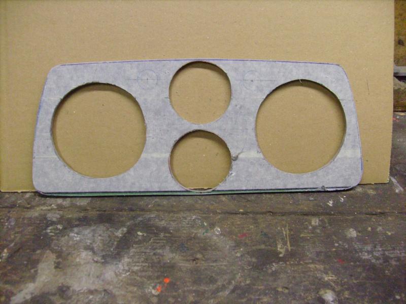 Fabrication d une planche support compteur tableau de bord S7300816