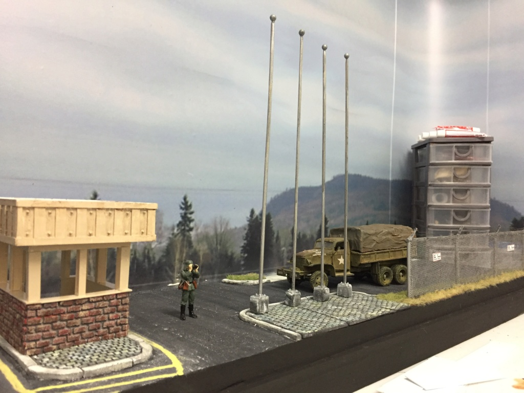 Diorama pour les 60 ans du CC 2646 (Corps de Cadets) - Takom JAPANESE-MADE SUV, Italeri M-925 Shelter Truck, Trumpeter Canadian Husky au 1/35 Img_7016