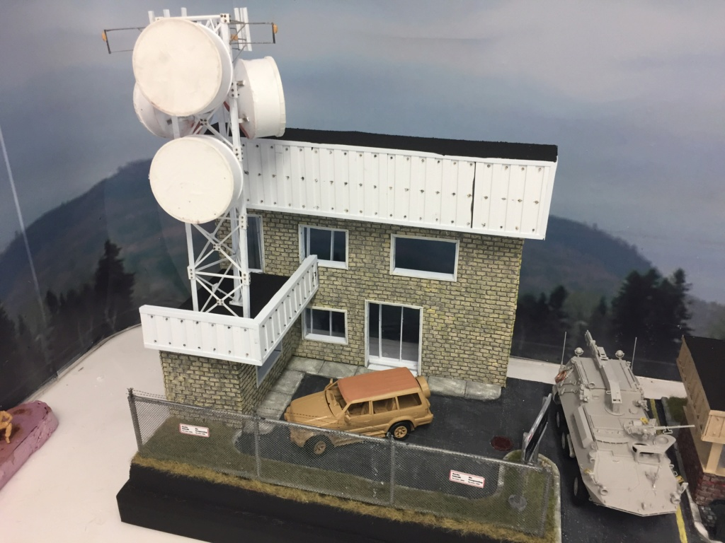 Diorama pour les 60 ans du CC 2646 (Corps de Cadets) - Takom JAPANESE-MADE SUV, Italeri M-925 Shelter Truck, Trumpeter Canadian Husky au 1/35 Img_7115