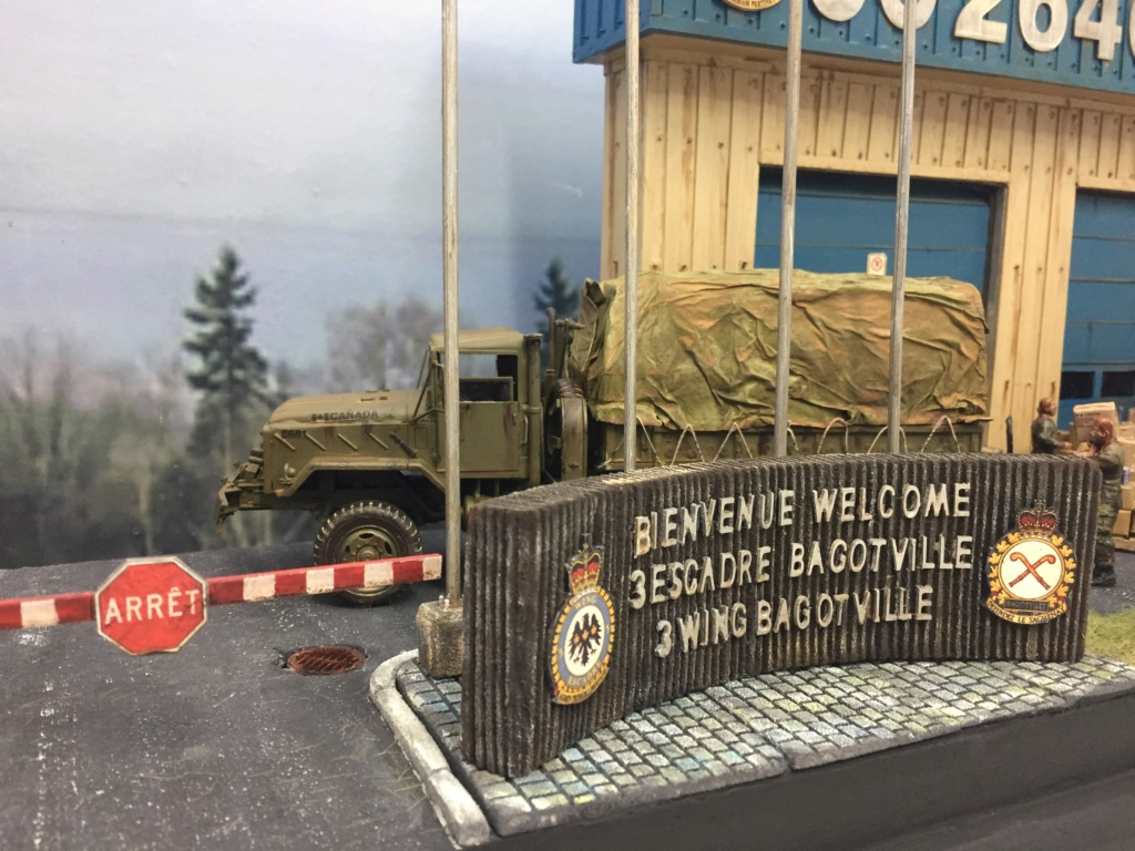 Diorama pour les 60 ans du CC 2646 (Corps de Cadets) - Takom JAPANESE-MADE SUV, Italeri M-925 Shelter Truck, Trumpeter Canadian Husky au 1/35 Img_7217