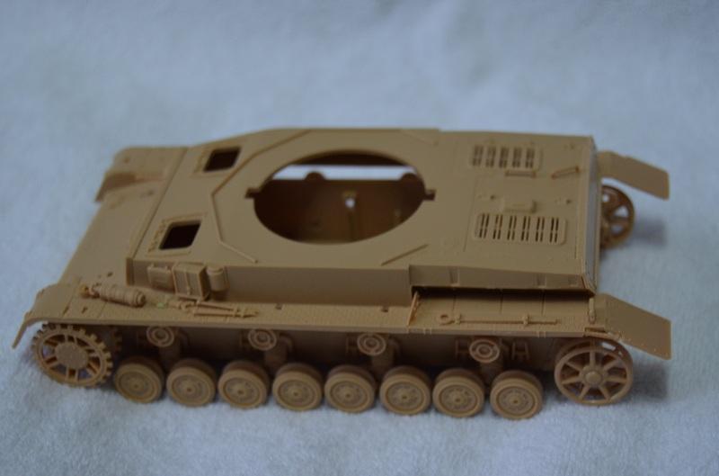 Flakpanzer IV Wirbelwind (Academy 1/35) Suite du montage du canon  Dsc_0045
