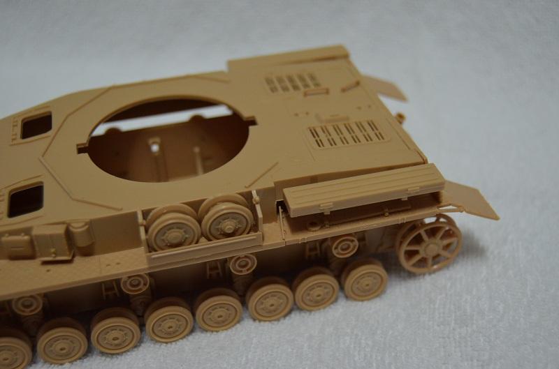 Flakpanzer IV Wirbelwind (Academy 1/35) Suite du montage du canon  Dsc_0061