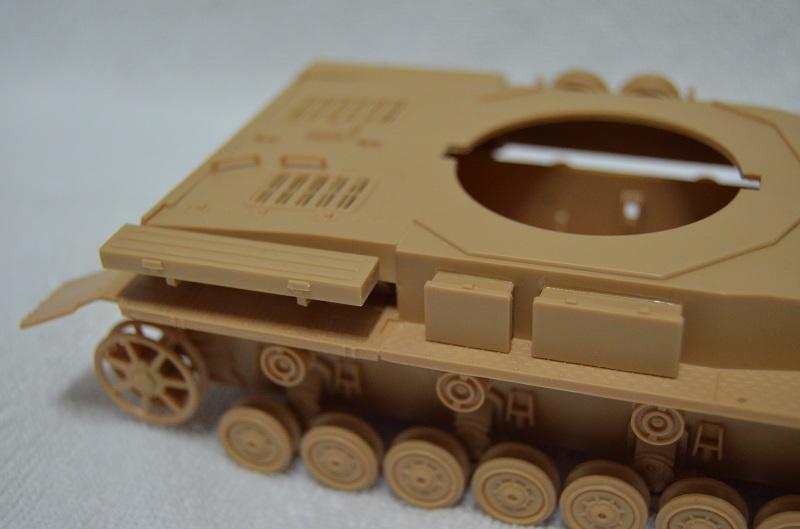 Flakpanzer IV Wirbelwind (Academy 1/35) Suite du montage du canon  Dsc_0062