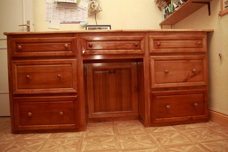 Une table à langer, bureau à Madame, supports d'enceintes biblio _mg_4410