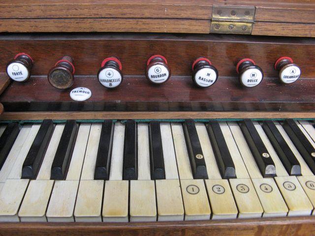 "H. Fourneaux avec ""Harmonichordéon"" Harmon14"