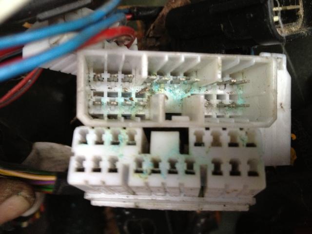 Problèmes électriques en tout genre - Et si vous commenciez par vérifier votre prise C102/C202 ?? Img_1110