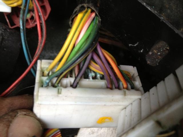 Problèmes électriques en tout genre - Et si vous commenciez par vérifier votre prise C102/C202 ?? Img_1111