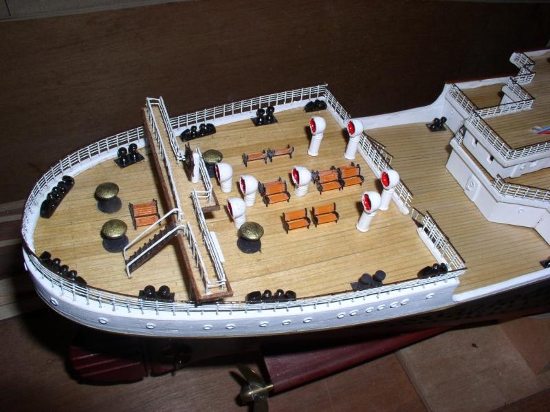 Le Titanic d'après les plan de JC ROSSO  au 1/200ème  - Page 8 P1010012
