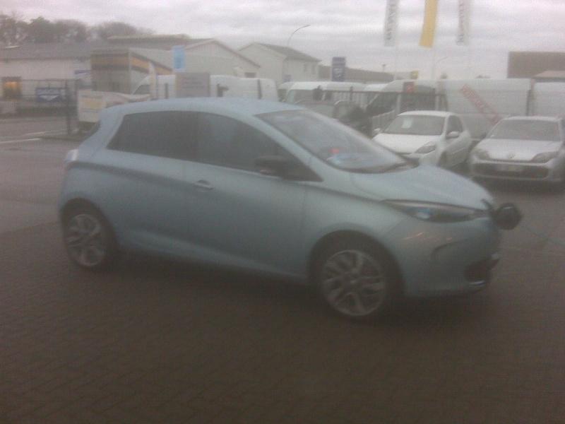 Renault teste la charge de Zoé sur les bornes de ses concessionnaires Img00110