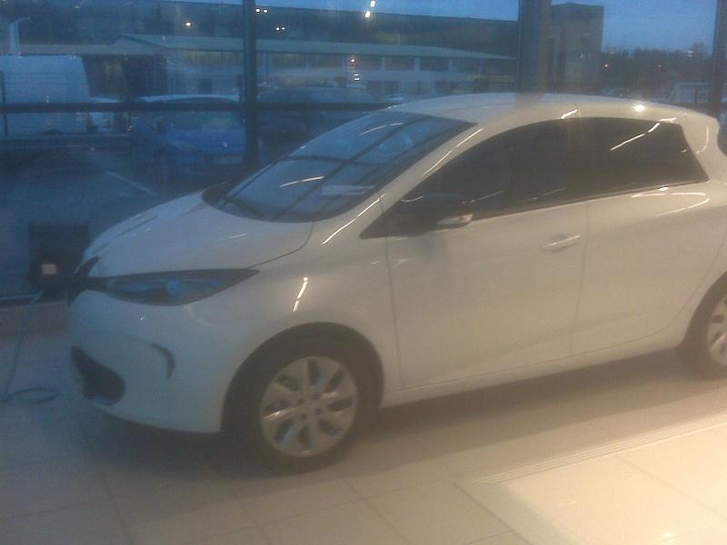 Renault teste la charge de Zoé sur les bornes de ses concessionnaires Img00111