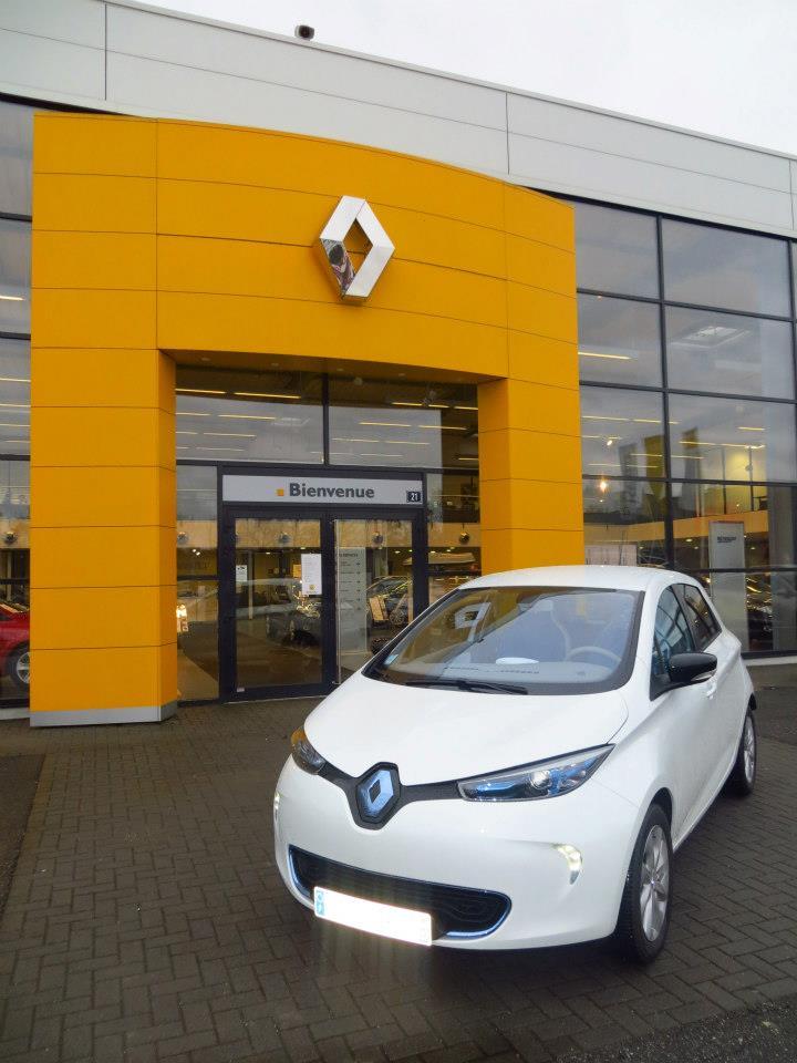 Renault teste la charge de Zoé sur les bornes de ses concessionnaires Zoa_gr10
